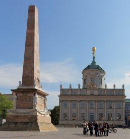 Alter Markt mit Obelisk und Potsdam Museum