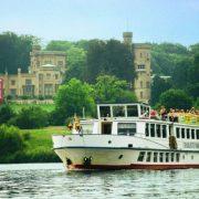Ausflugsboot_vor_Schloss_Babelsberg