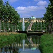 Blick auf Weinbergterrassen des Schloss Sanssouci.
