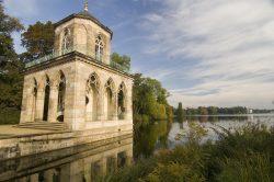 Blick auf die vom Architekten Langhans erbaute Gotische Bibliothek