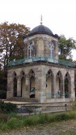 Die Gotische Bibliothek am Ufer des Heiligen Sees im Neuen Garten (Potsdam)