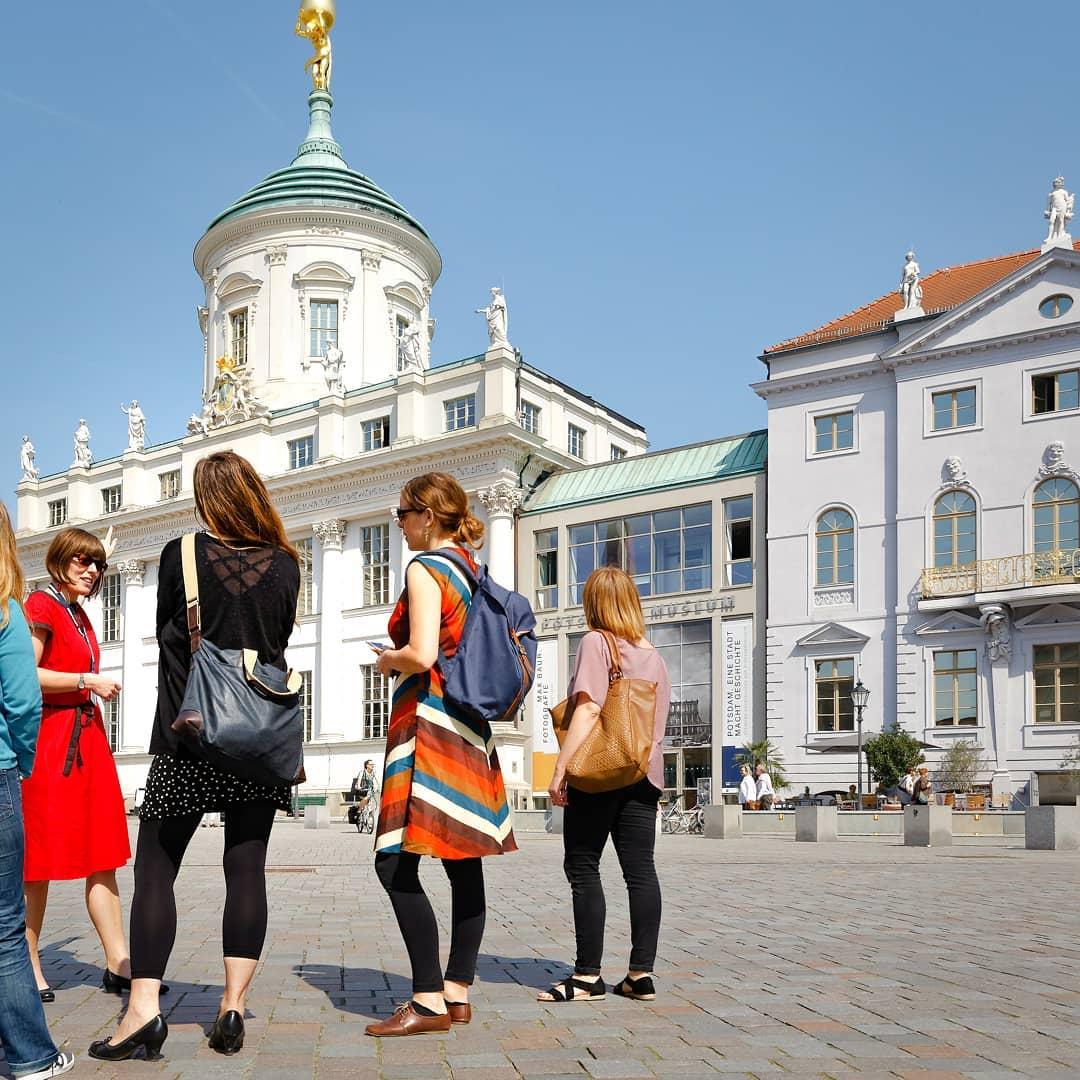 Stadtführung am Alten Markt, Foto: PMSG/ André Stiebitz