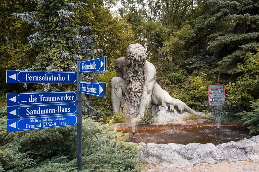 Wegweiser im Filmpark Babelsberg