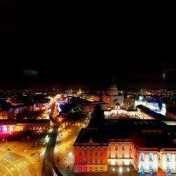 Unterwegs im Licht, erleuchtete Innenstadt