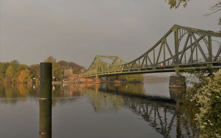 Glienicker Brücke im Herbst