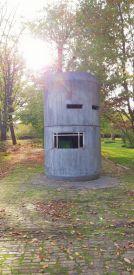 Der Grenzwachturm im Garten der Villa Schöningen