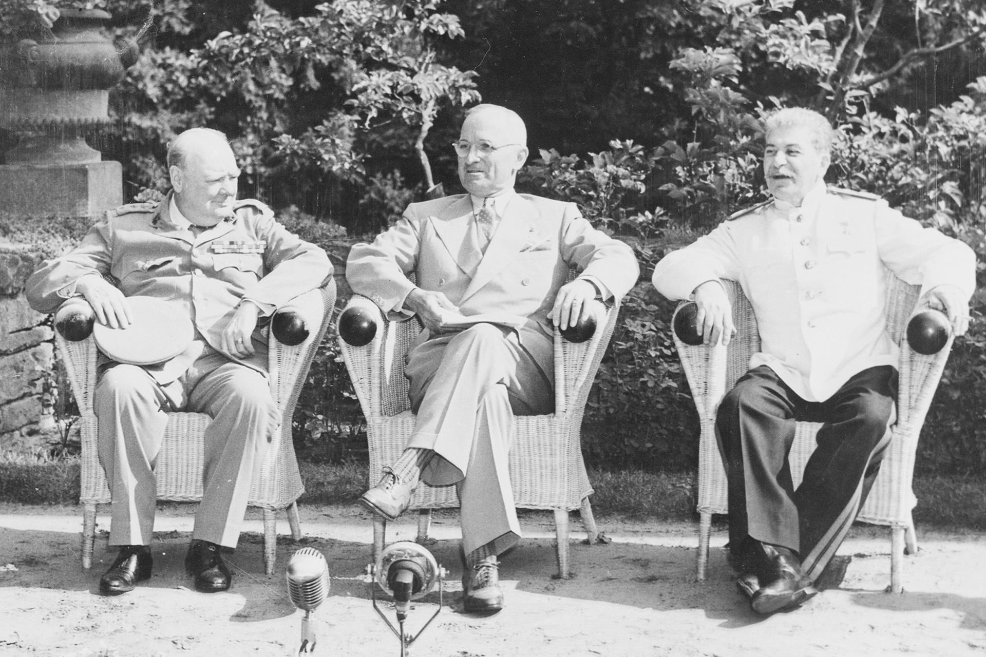 Winston Churchill, Harry S. Truman und Josef Stalin zu Beginn der Potsdam-Konferenz, Foto: U. S. Army Signal Corps/ Courtesy of Harry S. Truman Library