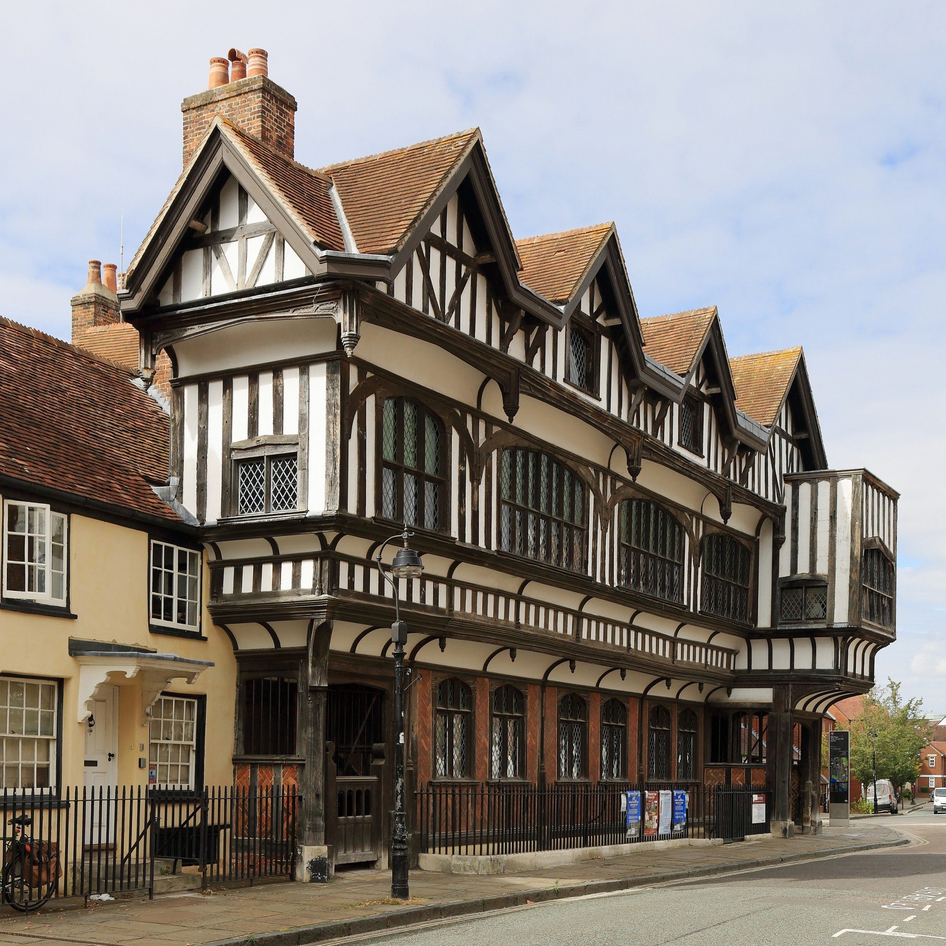 Haus im Tudorstil, Foto: Martin Falbisoner/ CC BY-SA