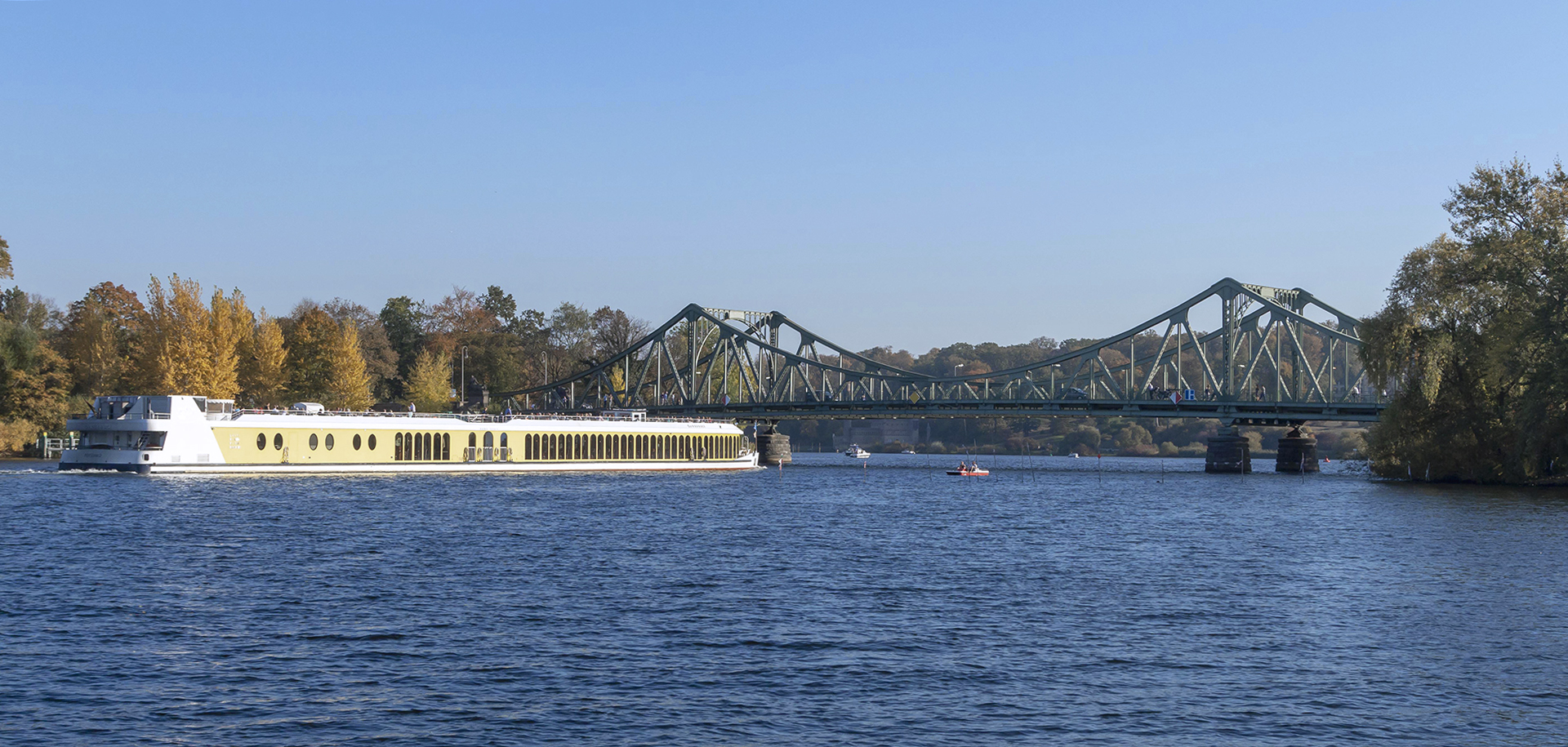 MS Sanssouci vor der Glienicker Brücke, Foto: PMSG/ André Stiebitz