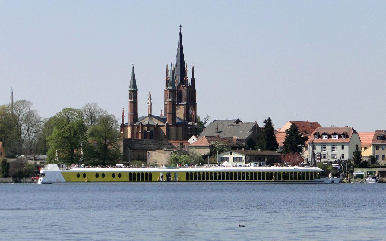 MS Sanssouci vor der Insel Werder, Foto: Weisse Flotte Potsdam GmbH