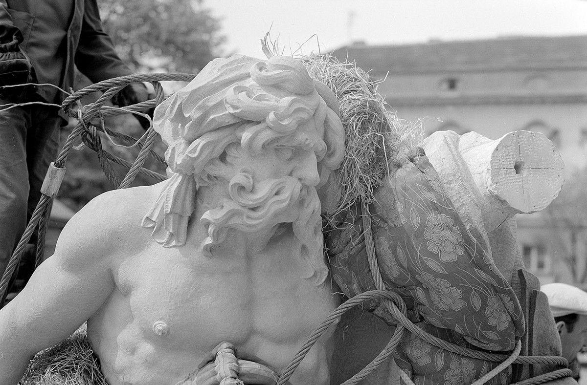 Restaurierung der Skulpturen am Marstall in Potsdam in den Jahren 1977 bis 1979 durch polnische Restauratoren © SPSG / Foto: Gunnar Porikys