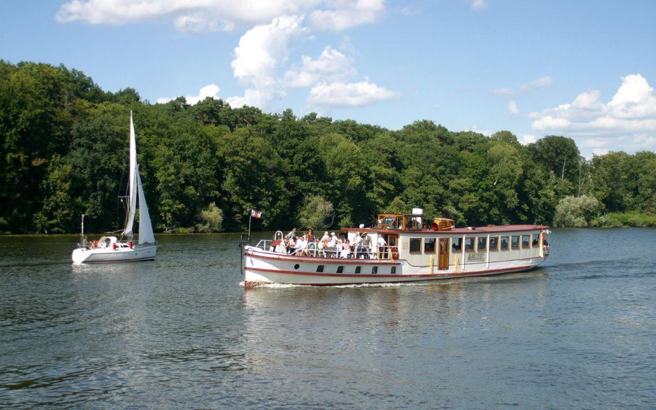 Salonschiff Fridericus Rex beim Brunch um Potsdam, Foto: Weisse Flotte Potsdam GmbH