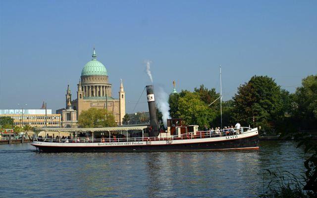 """Dampfschiff """"Gustav"""" im Hafen Potsdam, Foto: Weisse Flotte Potsdam GmbH"""