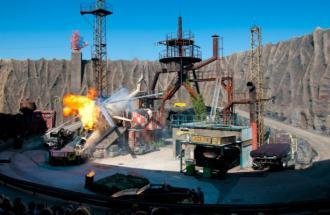 Stuntshow im Vulkan © Filmpark Babelsberg
