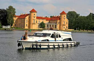 Schloss Rheinsberg mit dem Boot besuchen, Foto: Le Boat c/o Crown Blue Line GmbH