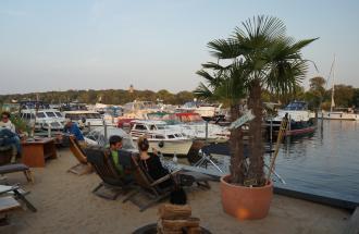 Restaurant Bootshaus in der Marina am Tiefen See, Foto: Jan Hoffmann
